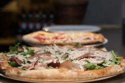 1486199568_pizzeria-materia-prima-02.jpg